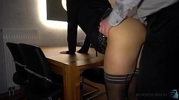 Седой озорник пердолит плоскую негритянку с шикарными волосами