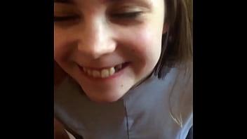 Девчоночка просит дабы молодчик от трахал ее в попочку и он делает ее капризы