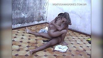 Парнишка дрочит худосочную девушку с косичкой
