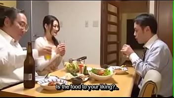 Японочка сосёт руководству развратного благоверного и разрешает ему грубо дрючить саму себя в приоткрытый рот
