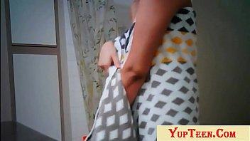 Молодчик имеет спящую под снотворным шлюху
