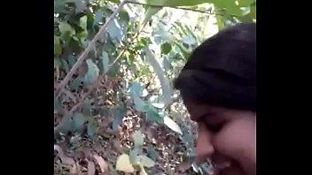 Накачанная девчушка показала собственное обнаженное тело перед камерой