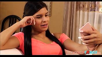 Хрупкая девчоночка сама направляет фаллос трахаря в попу