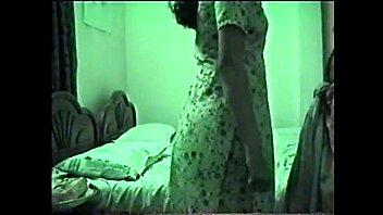 Мужик достал анально-вагинальную стразу из анала невесты и поимел ее в задний проход