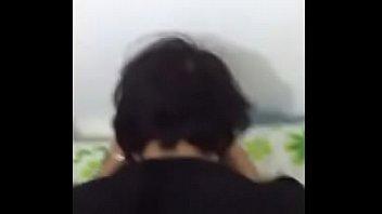 Русская девка трогала себя и возбуждалась, а потом ебалась в задница с мускулистым парнем