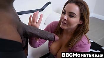 Не молодая извращенка лобызает хер через половую щелочку и бухает малафью незнакомца