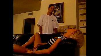 Мужчина сдает квартиру шлюховатой карине и очень больно имеет ее сладенькие вульвы